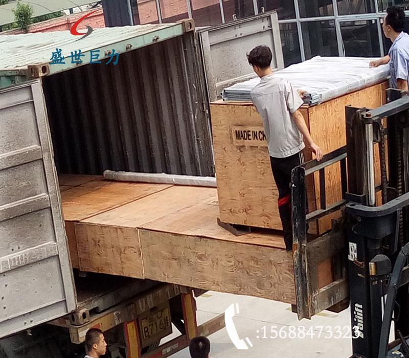 导轨式无障碍升降机装车出口中
