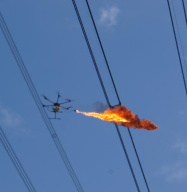 上海电网首次应用了喷火无人机技术